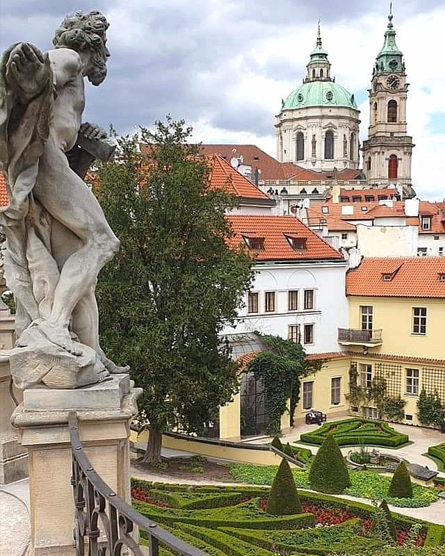 El jardín Vrtba en Praga  Foto: Alena Carbolová #Praga #Prag #Prague #Praha #republicacheca #republicatcheca #czechrepublic #czech #czechia #ceskarepublika #cesko #tschechien #tschechischerepublik https://t.co/FEA3PLIvL8