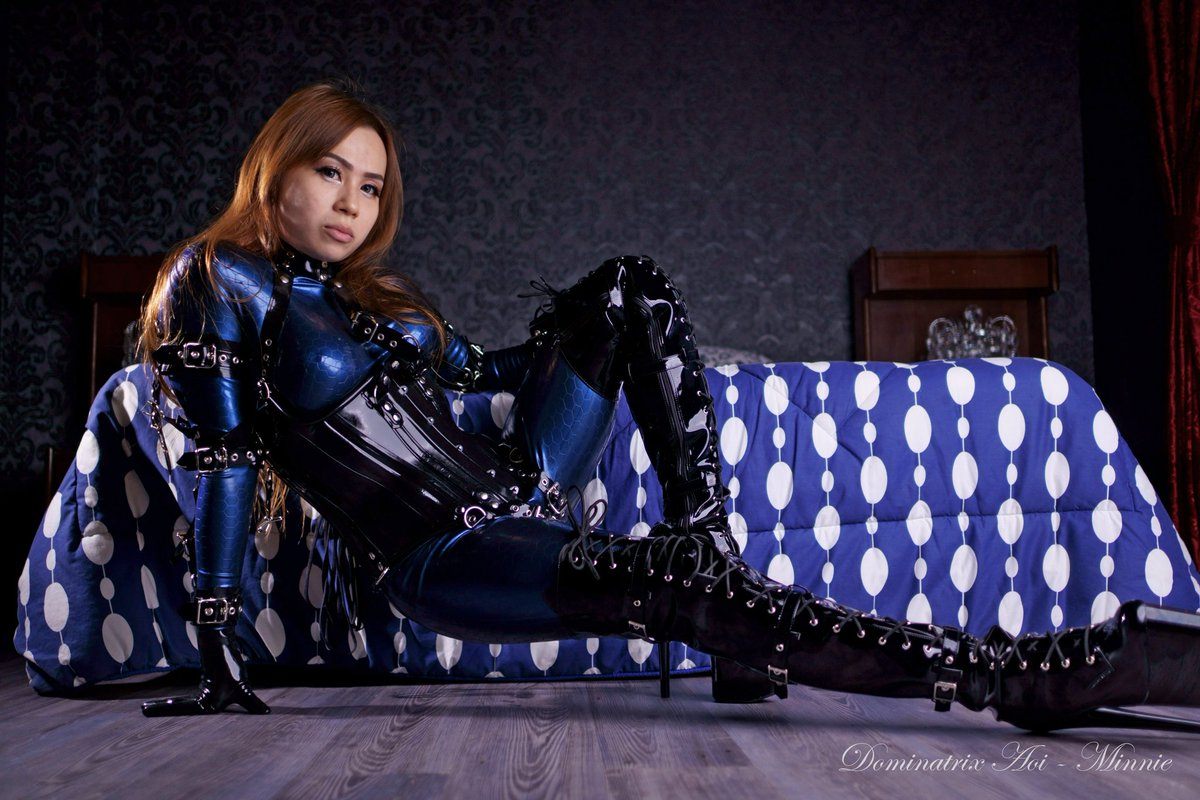 I am in blue here How about you? #latex #latexaddict #latexbeauty #latextexture #latexfetish #latexlover #latexlovers #latexcatsuit #latexcorset #latexcuffs #corset #harness #latexmodel #ladyinharness #latexharness #mistress #dominatrix #femininepower #womanpower #女王様 #s女pic.twitter.com/YSCOrcPaRf
