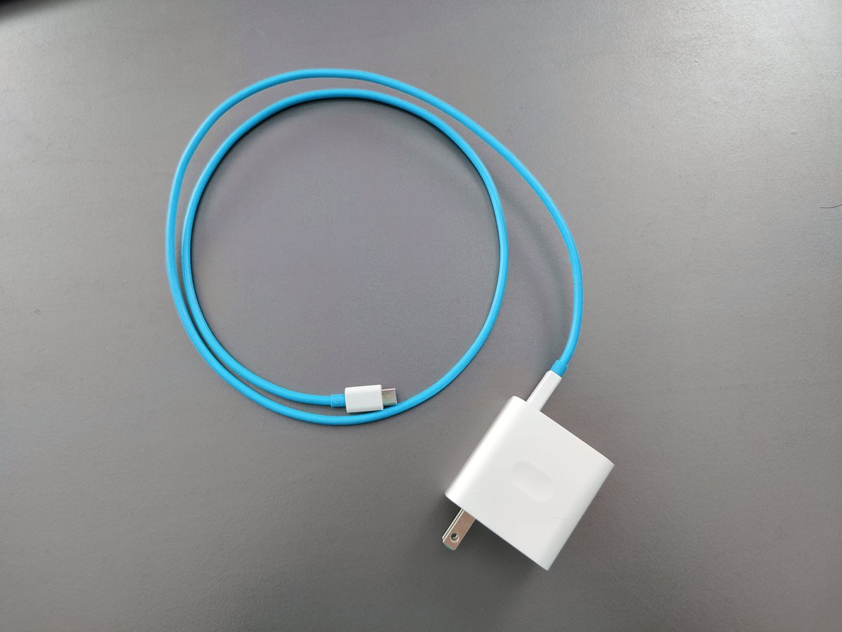 this was photoshopped, but what if the oneplus nord cable is BLUE! https://t.co/qQBiHySEAV