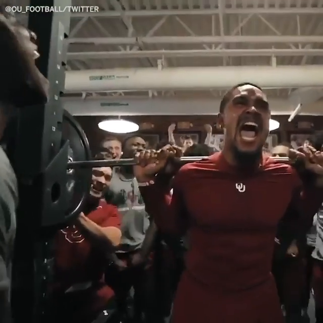 When Jalen Hurts squatted nearly 600 lbs ...   SHEESH 🤭💪 (via @ou_football) https://t.co/VMlUeSmkTS