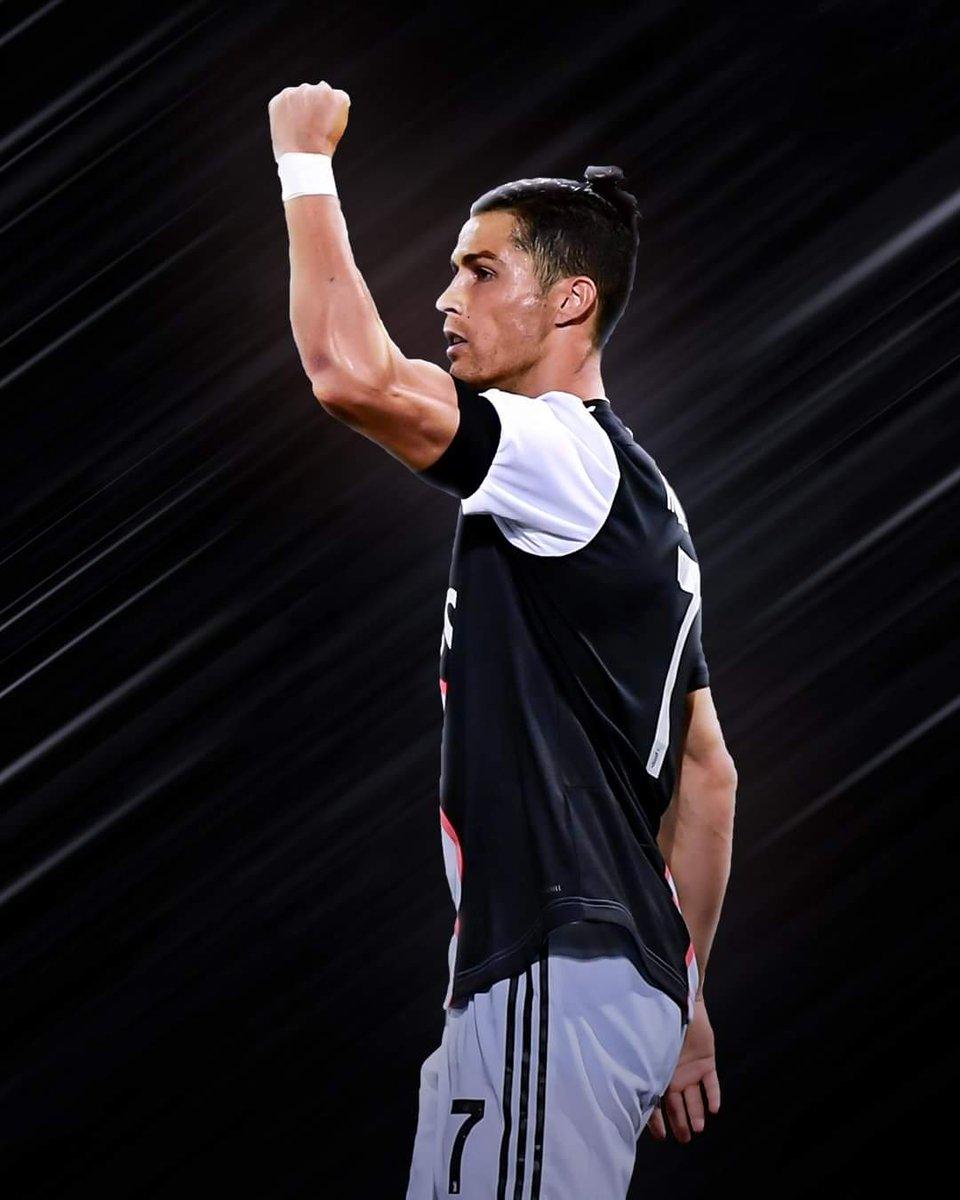 🇮🇹 Serie A: 📌 27 matchs. ⚽️ 26 Buts (9 penalty) 🎯 6 assists. Annee 2020: 📌 18 matchs. ⚽️ 18 Buts (6 penalty) 🎯 4 assists . Ronaldo est sérieusement un pretendant au Ballon dor de @Benzema