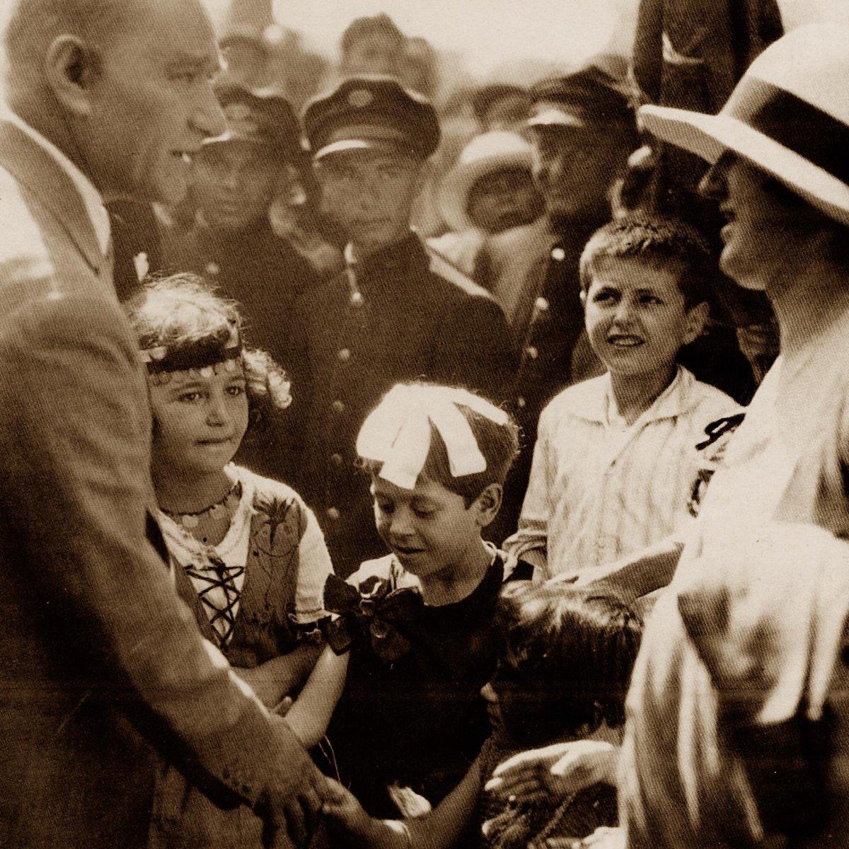 #AtatürküSeviyorumÇünkü bu ülkenin evlatlarına özgür bir ülke, onurlu bir gelecek emanet etti... https://t.co/xsJud5yrgU