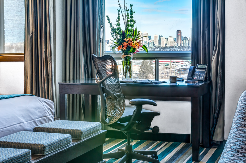 Yahoo! Experience this years' incredible #CalgaryStampede fireworks display from the comfort of your suite at Hotel Blackfoot! Kick up your boots, order up some room service, and enjoy the sights. Visit us @ https://t.co/4PYGVPxWrc or call 800-661-1151 for special Stampede rates. https://t.co/MZVVtrzIa9