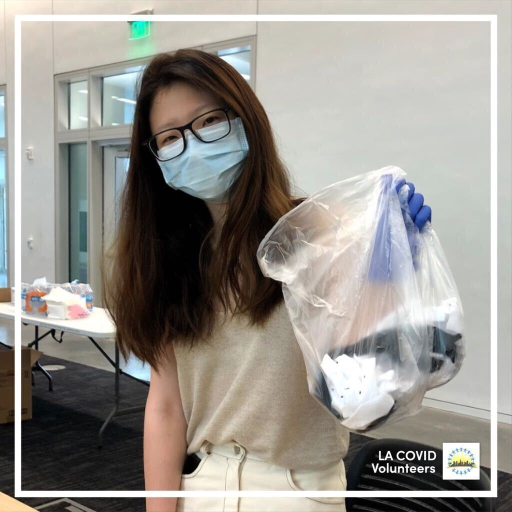 This is one of our many amazing volunteers who have attended our face mask assembly events. We are so proud of every single contributor who has helped make these masks and are continuing to distribute this PPE to healthcare facilities in need throughout LA.  #teamLA #LA #Covid https://t.co/Vt6JA22Q98