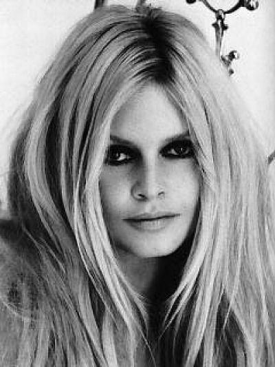 Brigitte Bardot #1960s He encontrado esto en Pinterest #beautifulgirls https://t.co/Mrn2gIUaAe https://t.co/yWAOzEEnbv