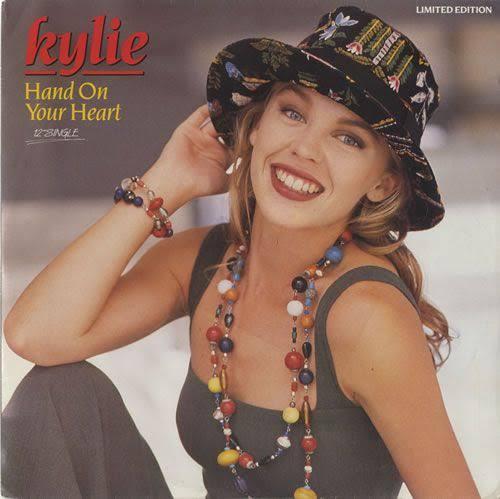 #HandOnYourHeartfoi lançado como o primeiro single do #EnjoyYourselfno segundo trimestre de1989 (em 24 de Abril). Líricamente na canção, Kylie questiona a veracidade do amor de seu namorado por ela. #TercaDetremuraSDV #TercaLiberdadeNoSDVpic.twitter.com/YkMhYFc8uc