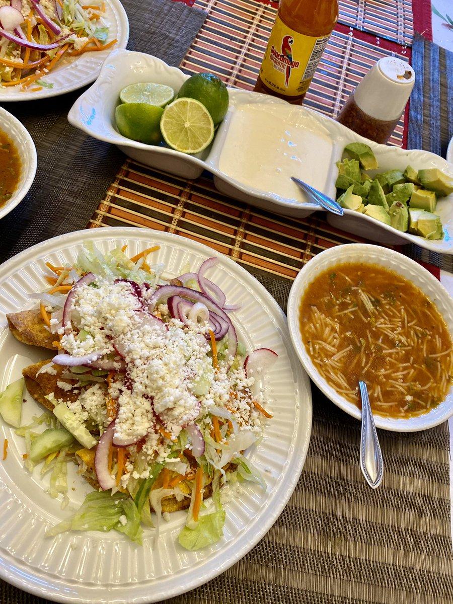 """En Estados Unidos dicen es: """"Taco Tuesday""""... Yo digo """"Tacos Estilo Sinaloa"""" ... por mi esposa @LarissaAiry ...Apoco no Señor Gobernador @QuirinoOC ? This is what's for Dinner ! @LosAstros @astros @LasMayores @MLB_Mexico https://t.co/ug3vuZT686"""
