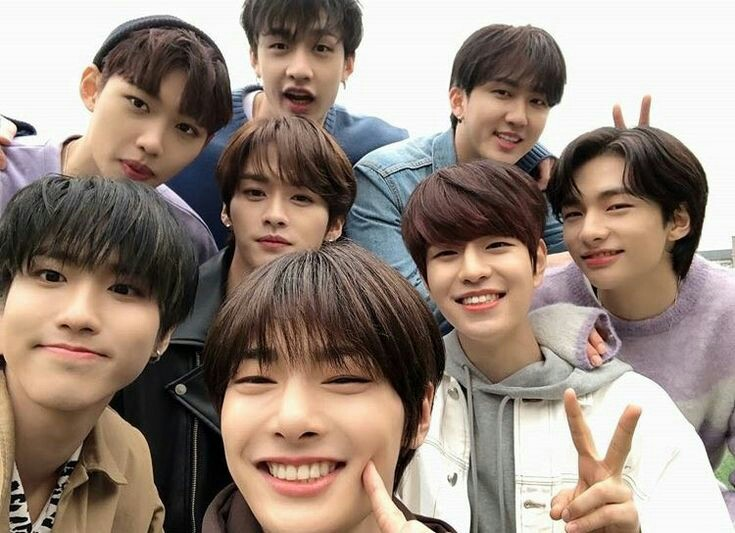 ✧ stray kids as adolescentes tuiteiros ; a thread. <br>http://pic.twitter.com/sg4HQeselA