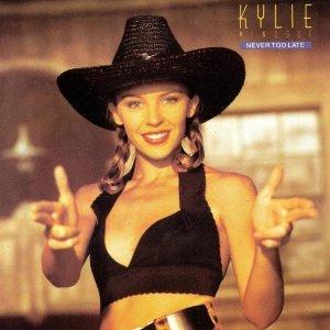 #NeverTooLatefoi o terceiro single do #EnjoyYourselflançado em 23 de Outubrode1989. Na canção Kylie diz ao seu parceiro que nunca é tarde demais para viver um grande amor. #QuartaLiberdadeNoSDV #QuartaDetremuraSDVpic.twitter.com/0VIXosScDn