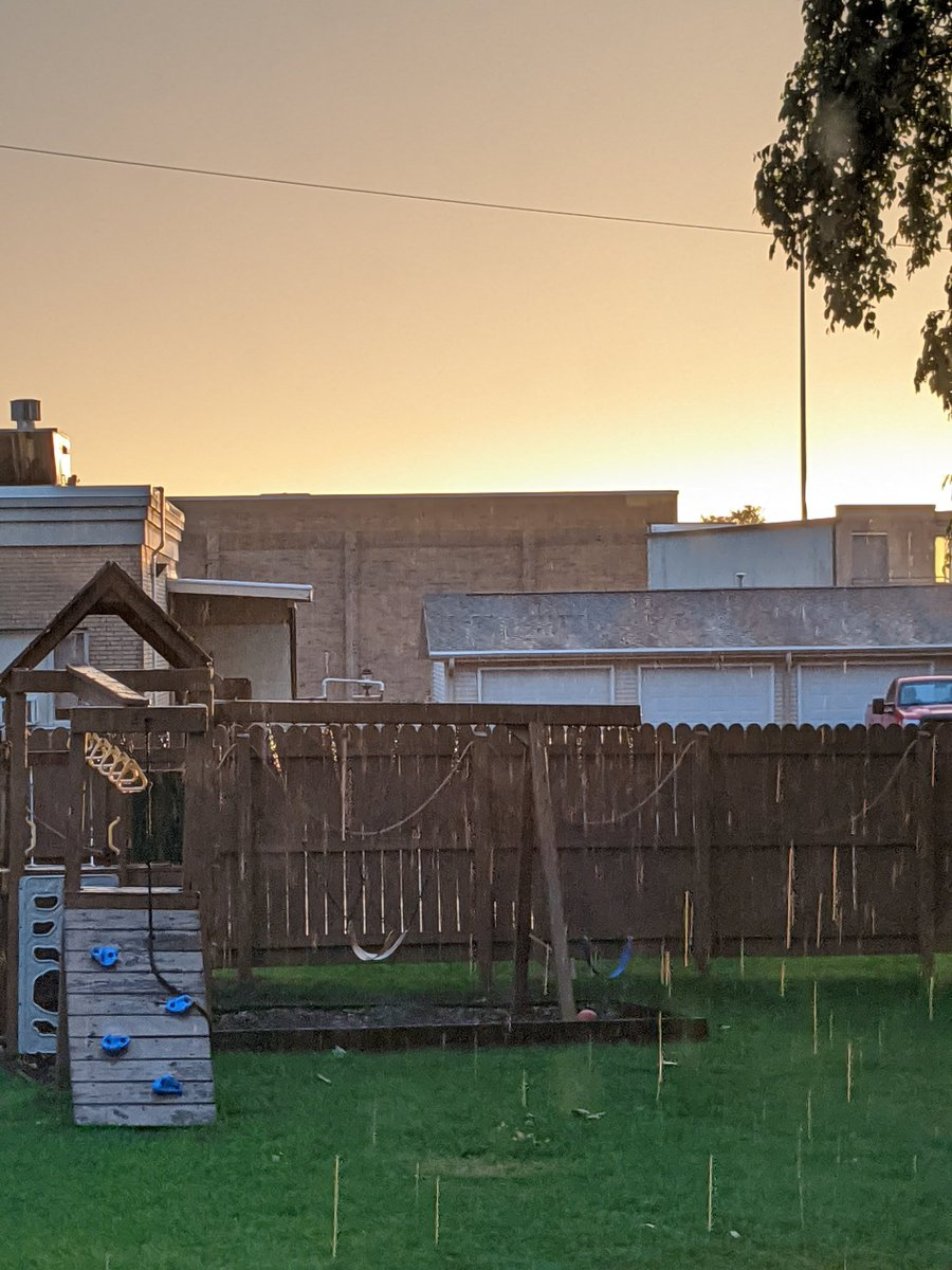 Beautiful sunny rain in #Watertown #weneededit #wiwx #nofilterneeded @Mark_Baden @NWSMKXpic.twitter.com/bubyzDkjxm