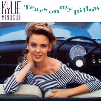 #TearsOnMyPillow foi o último single do #EnjoyYourself lançado em novembro de 1989 naAustrália. A canção foi o single #1 no UK Singles Chart durante uma semana em janeiro de 1990, e alcançou #35 no Canadá.   #QuartaLiberdadeNoSDV #QuartaDetremuraSDVpic.twitter.com/NGCXMjvm4f
