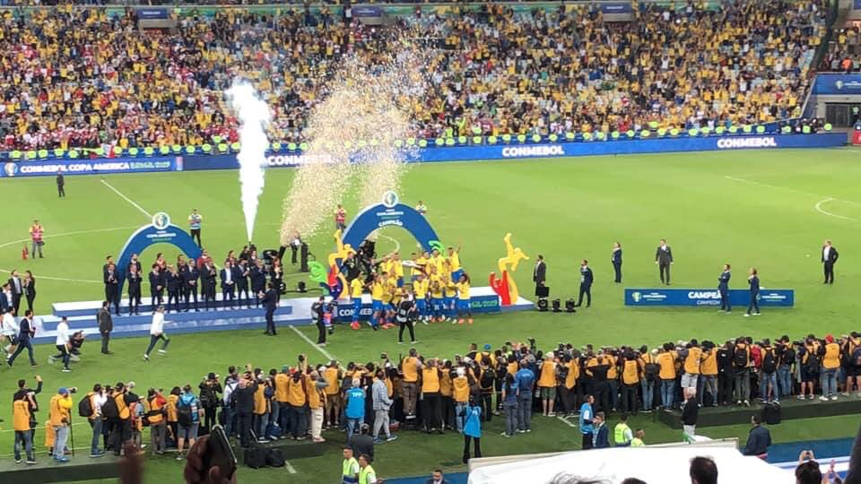Hoy hace un año▶️Brasil se quedaba con la Copa América. Arrancó obligado y con poca confianza de la gente. @DaniAlvesD2 fue la figura y Maracanã una fiesta. https://t.co/8mV3xmhqbb