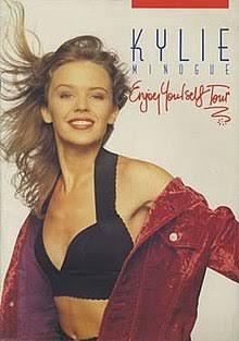 Em abril de 1990 Kylie saiu com a Enjoy Yourself Tour, quefoi sua segunda turnê, sendo que esta foi sua primeira turnê mundial,para promover o seu segundo álbum#EnjoyYourself. Ela também retrabalhou sua imagem e som para um lado mais sexy com o single Better the Devil You Know. pic.twitter.com/nKkmSKGm5m