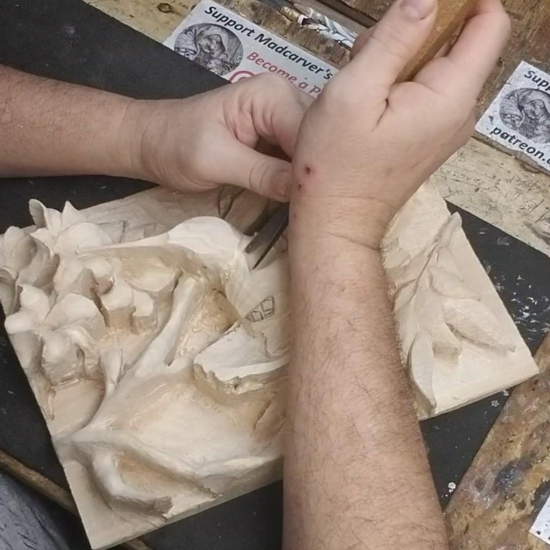 """Quick Repast"" Detailing.. YT: https://www.youtube.com/c/MadcarverWoodCarvings… http://www.madcarver.com Patronage: http://www.patreon.com/madcarver #hummingbird #birds #natureart #wildlife #naturesculpture #birdwatching #birdphotography #tinybirds #woodcarving #howto #reliefsculpture #woodworkingpic.twitter.com/4Y04I0Mtg4"