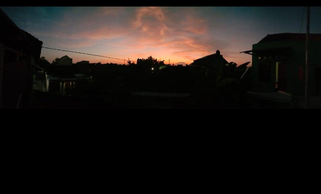 내 집의 지붕은 정말 아름답고 결코 실망하지 않습니다 #nofilterneeded #morningview #ataprumahpic.twitter.com/VXgc0tLmYL