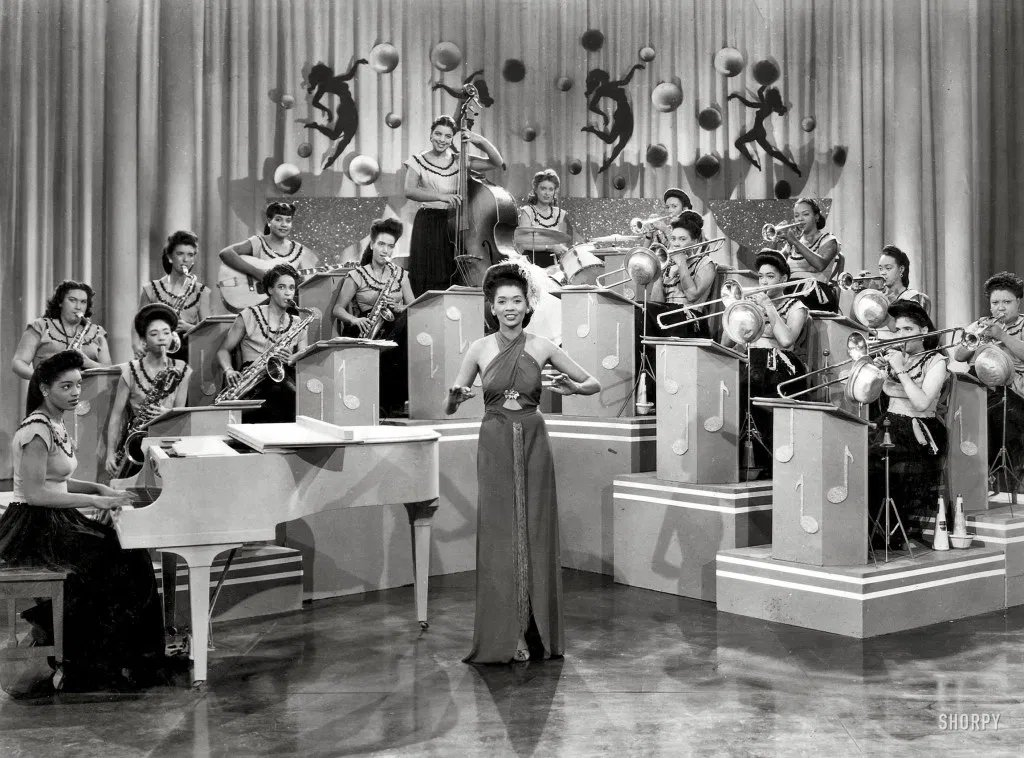 """The International Sweethearts of Rhythm (1937-49) was the 1st integrated all women's band in the USA. Members from different races, including Latina, Asian, Caucasian, Black, & Indian, lent the band an """"international"""" flavor. They played swing and jazz. #POPMUSIC pic.twitter.com/Ivstk0gMwG"""