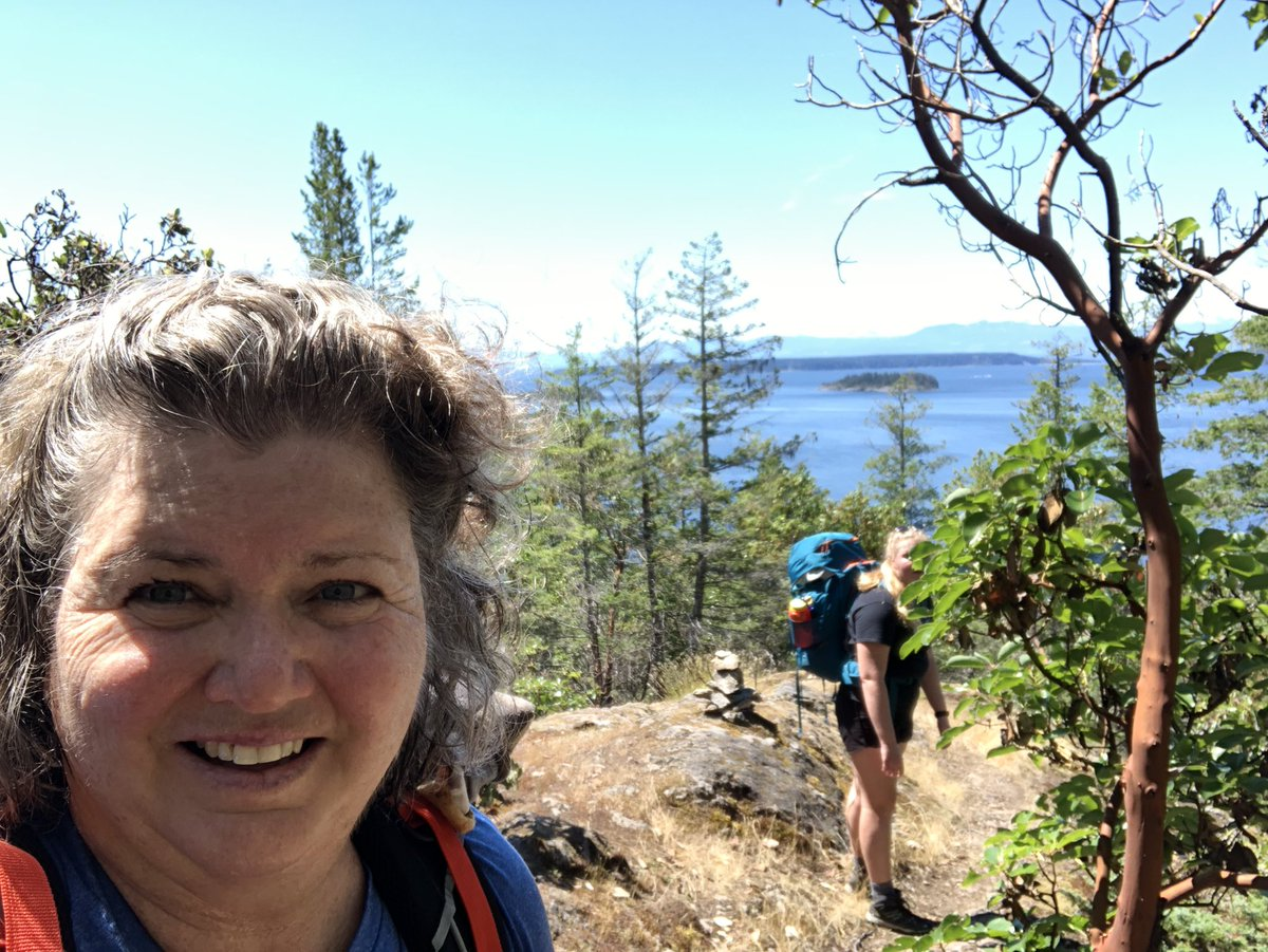 Doing this little thing with @nicolemmilller. 10 days, 9 nights, 89 km and god knows how much elevation gain (today was 1100m) in...6 days, 5 nights and 46 km to go. #sunshinecoasttrail #SCT #dowhatyoulove pic.twitter.com/EJXIMJjiem