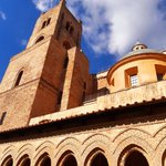 Image for the Tweet beginning: A Monreale, accanto al Duomo,