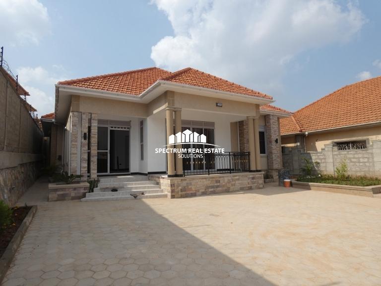 House for sale Location: Kira-Uganda 3 bedrooms, 2 bathrooms Sale price: 480m  #HousesAndLandUg #kampala #Uganda #RealEstate #housesforsale #homesforsale  #realestateinvesting https://t.co/b5LnbibhRC