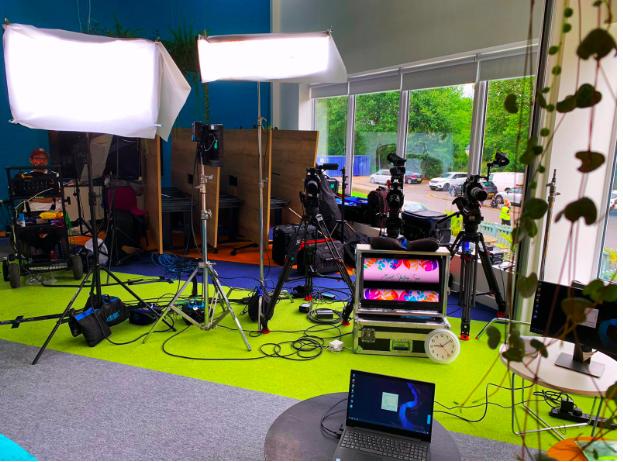 @overexposed_tv #russellmartin #directorofphotogrpraphy #linklinecrew supplying kit and talent for @TropicSkincare this week #setlife #crewlifepic.twitter.com/3RpWfEqV8E