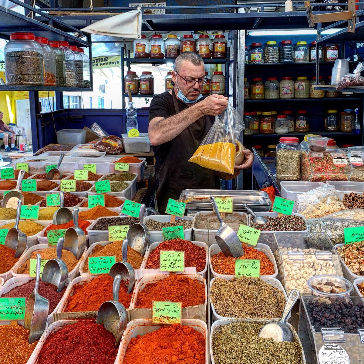 Scents and colors:  A spices shop in Carmel Market #TelAviv #Israelpic.twitter.com/IHh4w62hIL