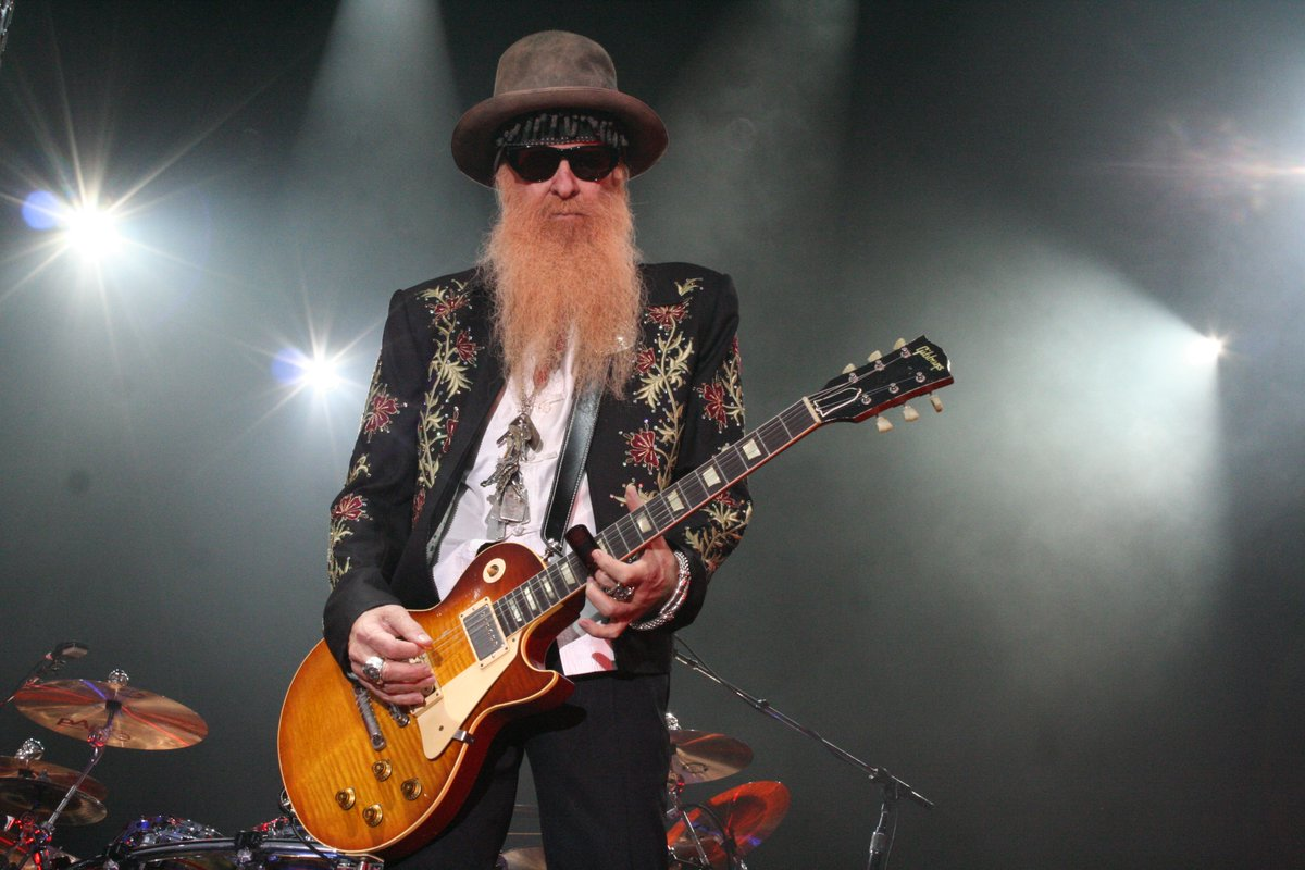 Awesome picture from an amazing show.  Check out our range of @BillyFGibbons pickups @ https://www.creamtpickupsdirect.com/search/gibbons #guitars #guitarist #electricguitar #lespaul #billygibbons #zztop #vintageguitars #gibson #pedalboard #guitarpornpic.twitter.com/JDmyHC3xMs