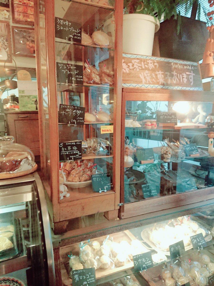 錫蘭紅茶本舗 シンハ(SINHA) 今週末、横浜のミネラル·ザ·ワールドに行く💎商クラスタさんにおすすめのお店なんだけど↑会場から歩いて少しの所にワタラッパンやジンジャービア(例の🐘再現)楽しめるスリランカカフェがあるよ!ナーナカタって🍪とかスリランカ紅茶あるよ!笑
