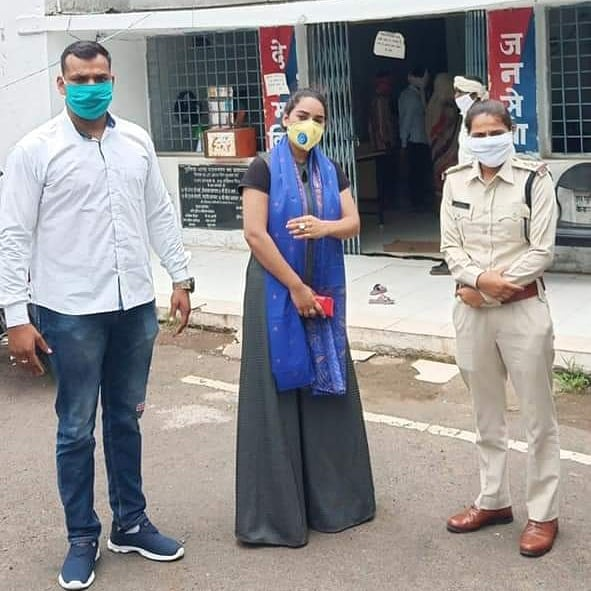#महिला #एसआई #प्रियंका #तोमर #जीजा की  व #एमपी #ब्रांड #एंबेसडर #महिला #मुंबई #अध्यक्ष #बाईसा #आराधना #सोलंकी की #विशेष #मुलाकात (विशेष चर्चा) साथ ही अरविंद जी तोमर #क्राइम #पुलिस  उपस्थित  ( MP.  Khandwa ) https://t.co/RMmipmhEEE