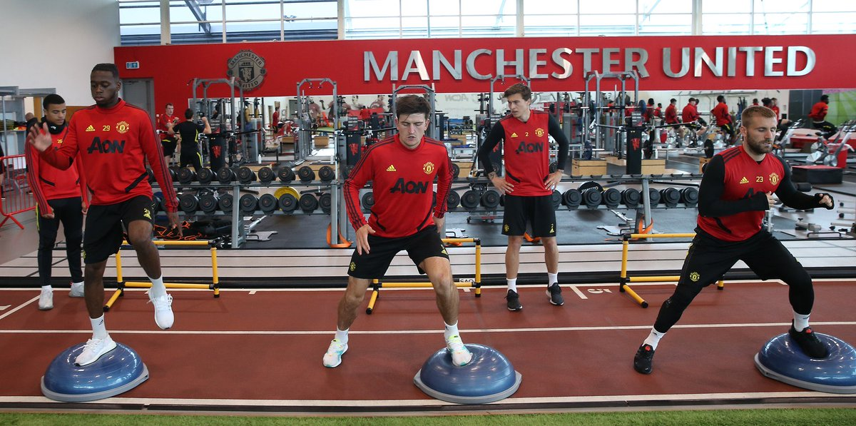 Ketika @vlindelof jadi instruktur gym untuk para pemain 😅  #MUFC https://t.co/wWQAvvfMxP