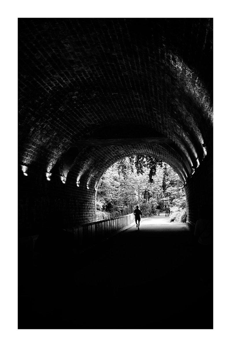 Ligne d'arrivée #blackandwhitephotography #bnw #bnw_captures #bnwphotography #bnw_daily #blackandwhite #street #streetphotography #streetphoto #urban #urbanphotography #urbanphoto #Shadow #silhouettepic.twitter.com/XeokjqdZwK