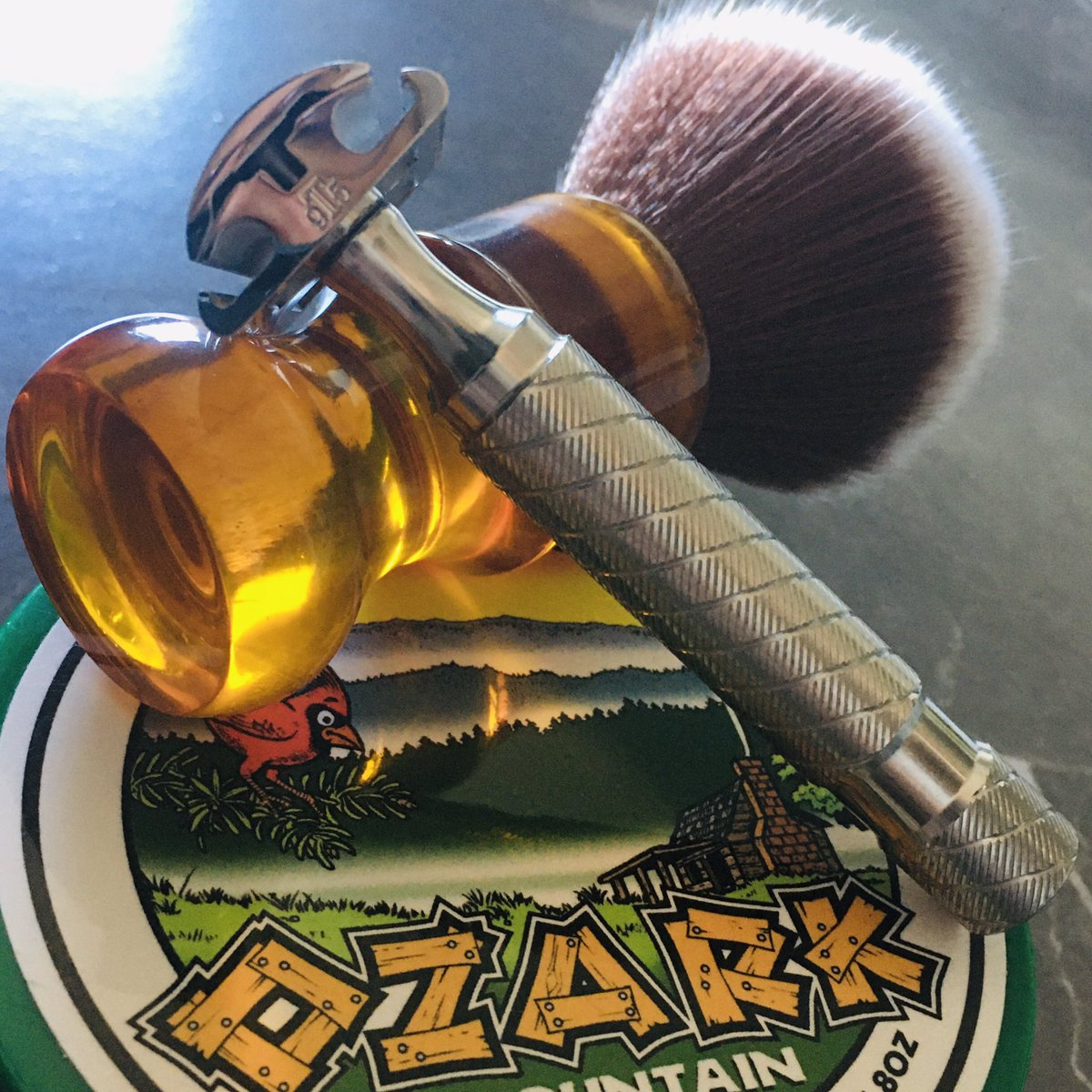 Good morning you all friends! #sotd A superb shave today with #Polsilver from Poland @Timelessrazor  @stirlingsoap #Ozark mountain  #MotherLode Vidal Pino Silvestrepic.twitter.com/gg7AJ4eLlA