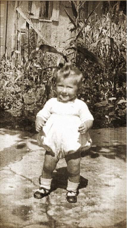 8 July 1942 | French Jewish girl Denise Repper was born in Paris to Alexander and Madeleine.  In December 1943 she was deported to #Auschwitz. After the selection she was murdered in a gas chamber. https://t.co/AqnJT2L2Uq
