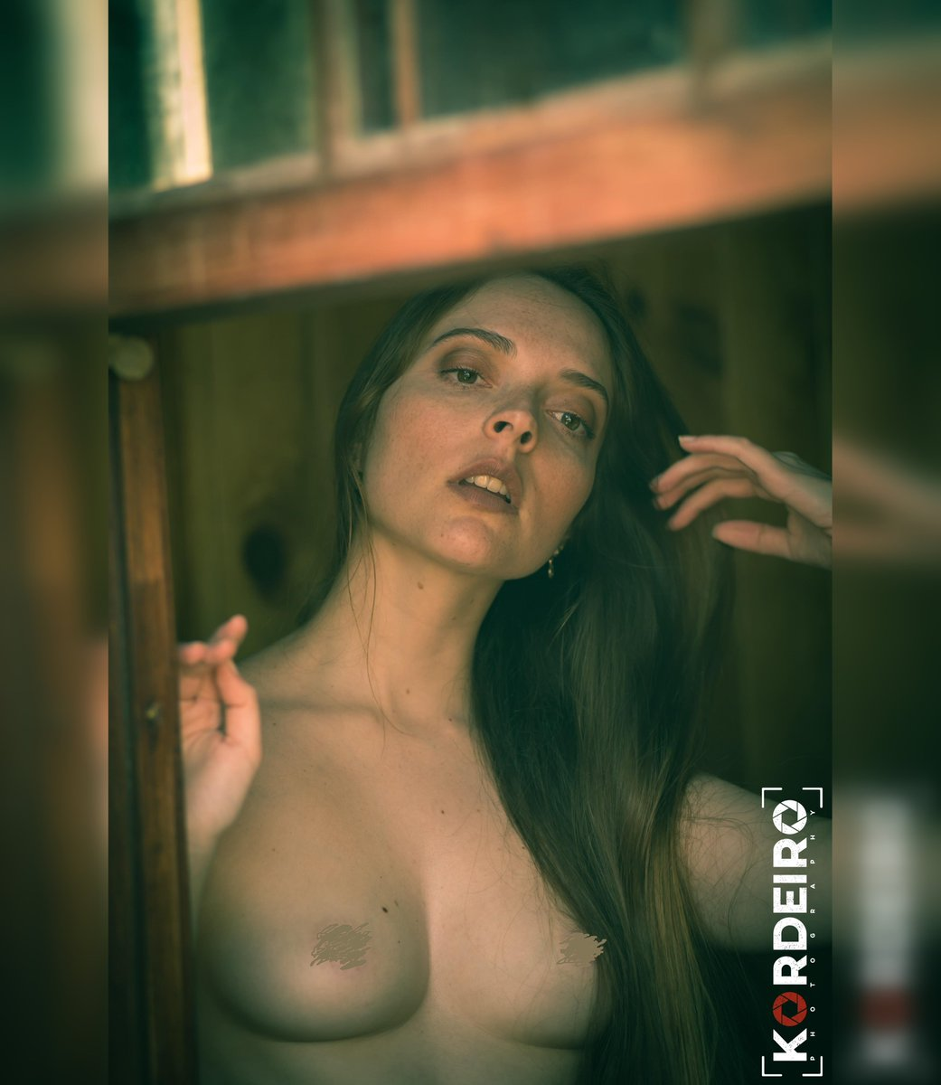 #Model: #DianaRosa #Photography: #JorgeCordeiro Production: #AnaLuar MUA: #BeatrizVaz  #photoshoot #modeling #fineart #beauty #beautiful #romantic #renaissance #preraphaelite #mysterious #intimist #autumn #bythewindow #portrait #naturalbeauty #classicbeauty #simple #woodcabin https://t.co/MAetItzVo5
