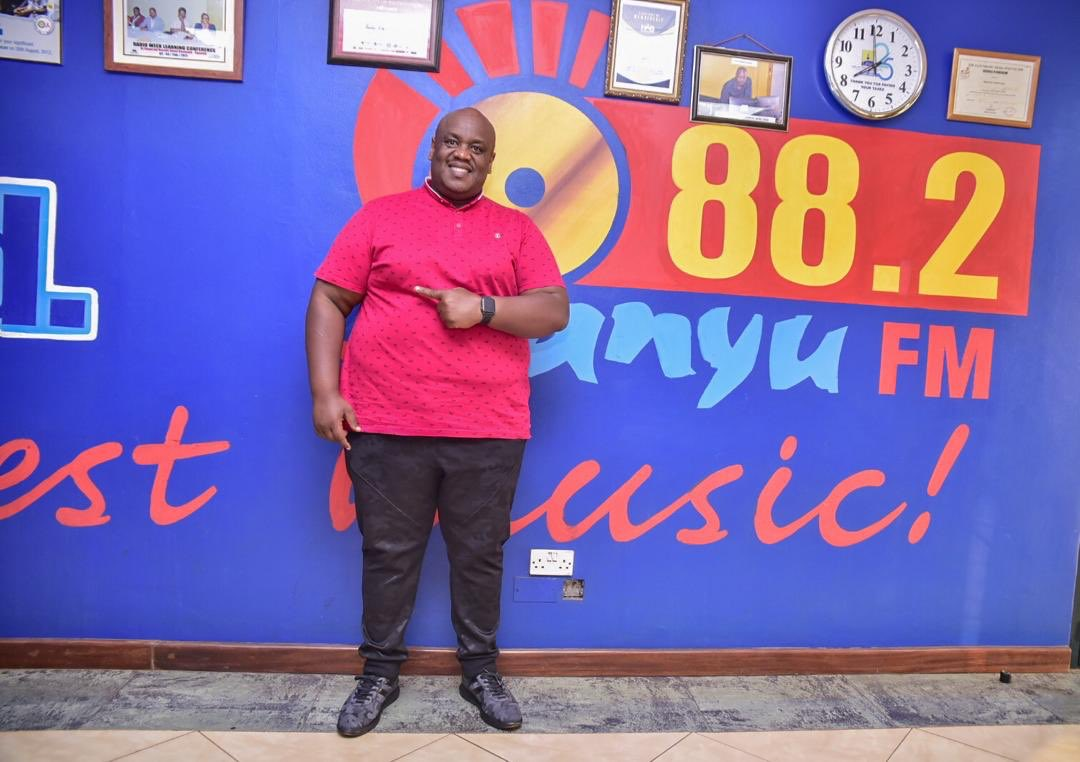@MondoMugisha already in the building for the #SanyuFmBreakfastShow  @882SanyuFMpic.twitter.com/dLnpH0RGHO – at 88.2 Sanyu FM