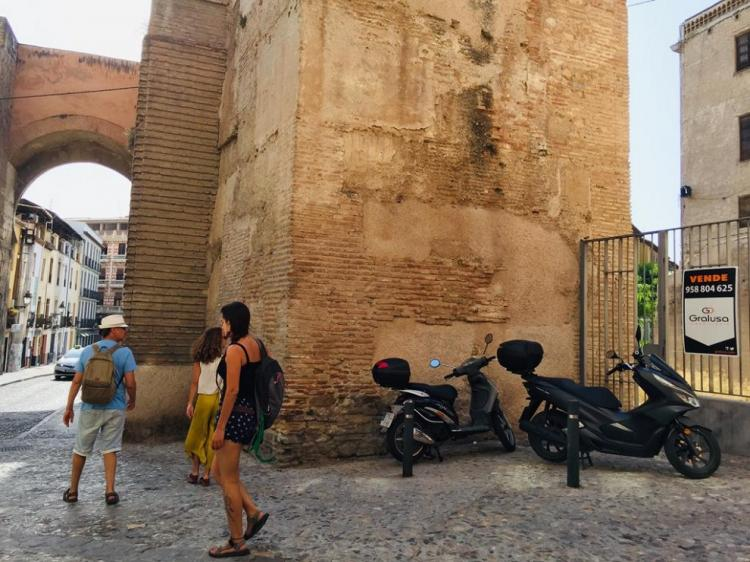 La presión urbanística acecha al Arco de Elvira https://t.co/oVzL4RDEHt https://t.co/TiTf3Vmx8Q