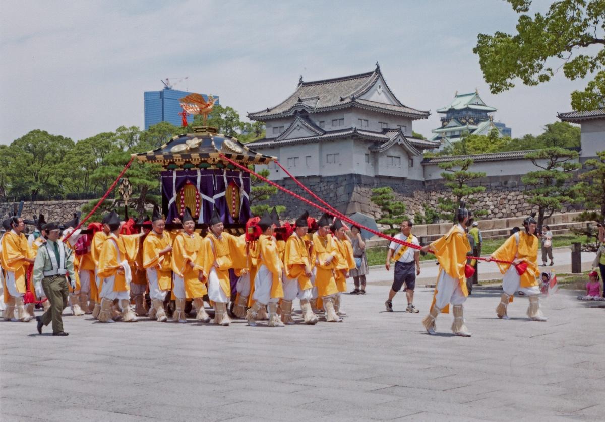 / 疫病退散!祈りをこめて 夏祭りの思い出を投稿しよう🏮✨ \  渡御行事は中止となった生國魂神社(いくたまさん)の夏祭り。毎年大阪城までの「お渡り」は壮観です。  ぜひ生國魂祭や、大阪の夏祭りの思い出は #大阪エア夏祭り で投稿してみてね!  ▼夏祭り特集▼ https://t.co/e7ARuwOGJX https://t.co/XJ69vm2I2H
