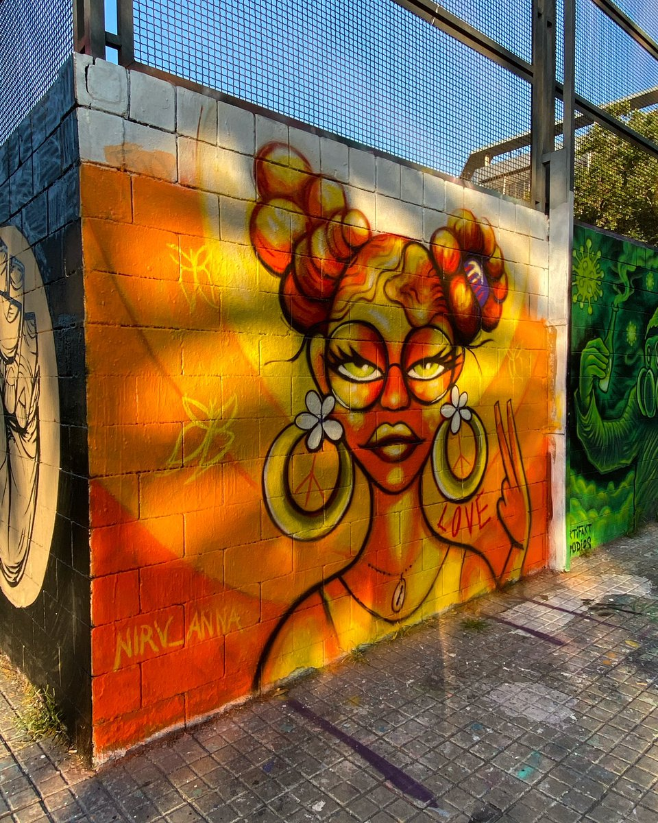 Street art in Barcelona by Nirv Anna #streetart #urbanart #graffiti pic.twitter.com/inGN2NYIIB