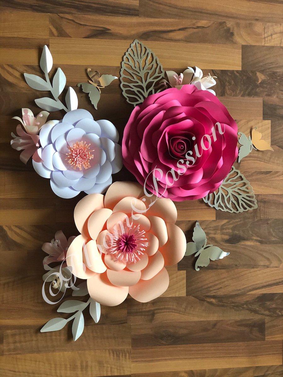 Stunning #paperflower wall decor and a fantastic give away at http://www.facebook.com/bloomandpassion #SmallBusiness #HandmadeInUK #handmadegifts @HandmadeHour #papercraft #bloomandpassion #handcraftedpic.twitter.com/AX25dmSLlS