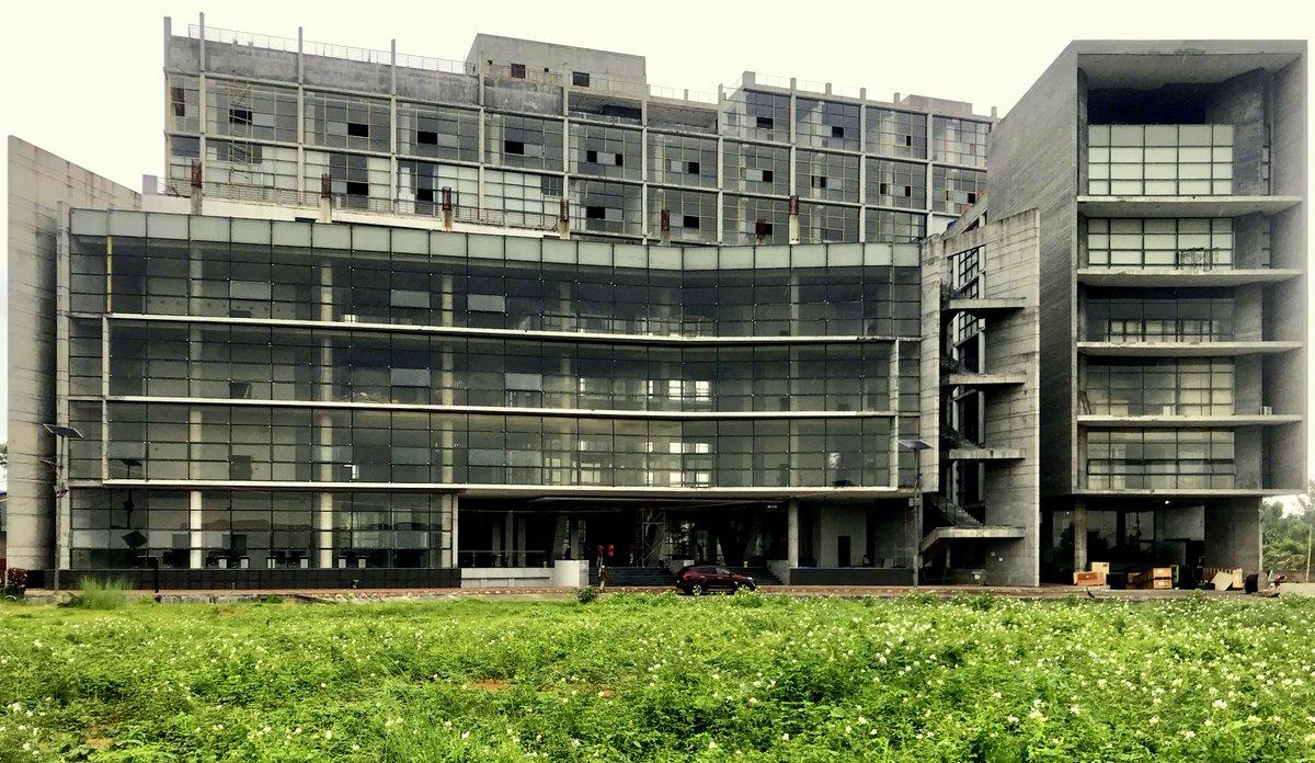 Beautiful BTL Solaris Building at Bangabandhu Hi-Tech City, Block III.  #Bangladesh_is_changing #Digital_Bangladesh #Bangladesh_TechnoSity_Limited  #startups #entrepreneurship  #techindustry #technologysolutions #technologypartner #enterpreneurs#innovation #digitaltransformationpic.twitter.com/Gkq0yClGKj
