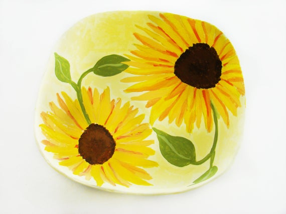 Sunflower Painted Paper Mache http://tinyurl.com/vf8pcfc via @EtsySocial #handmadegifts #etsyfinds #papermachebowls #largebowlspic.twitter.com/a3KiTs9YEf