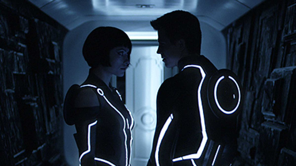 Is Disney looking to power the Grid back up? More rumours of a new Tron film surface:  https://www. empireonline.com/movies/news/ne w-tron-sequel-jared-leto/  … <br>http://pic.twitter.com/3DxnU8HK5n