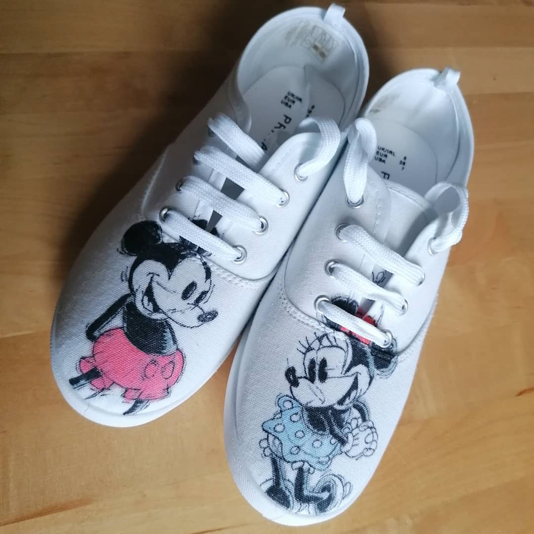 Decorated these shoes last night for @jophilhay I think she likes them. . #mickeymouse #minniemouse #disney #shoes #canvasshoes #crafting #art #drawing #fun #hobby #gift #love