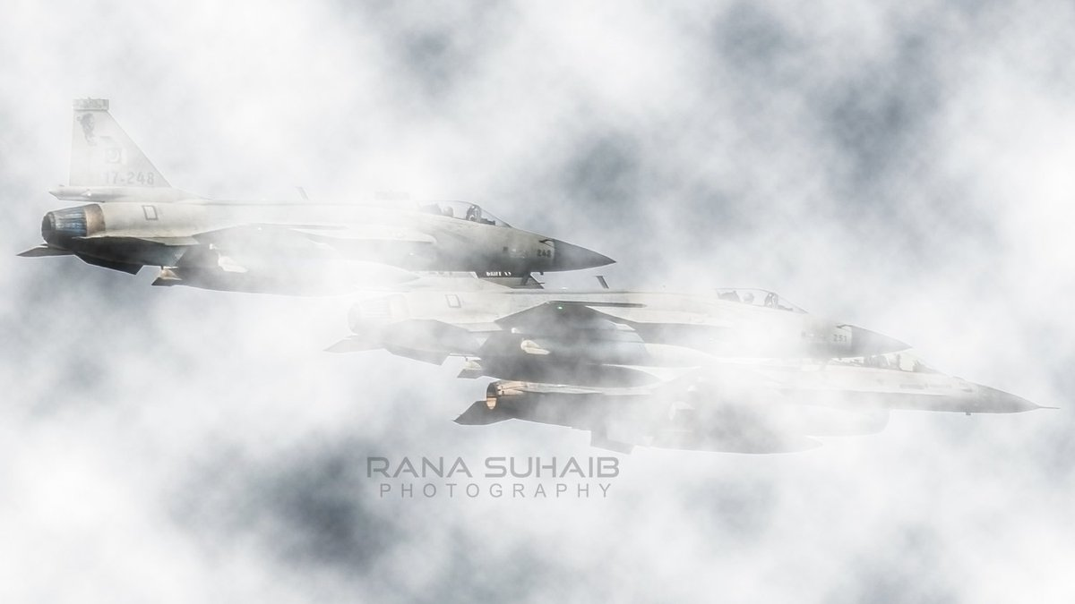 ان فضاؤں میں یہ کیسا احساس ہے  میں تیرے پاس ہوں تو میرے پاس ہے . . Thunders leading by Falcon . . #aviationpics #paf #PakistanAirForce #ranasuhaib #aviation #airforcepic.twitter.com/S3smrstCQ1