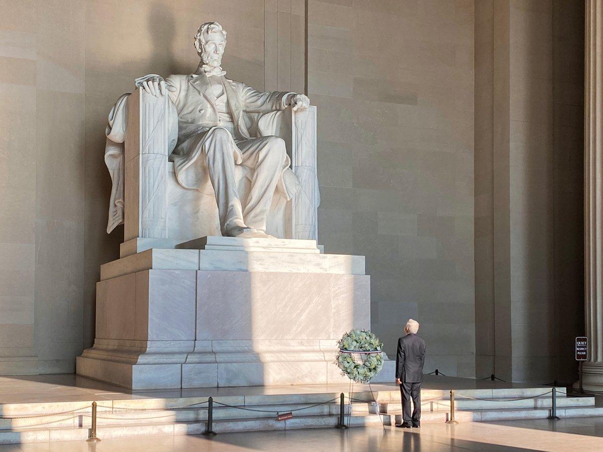 Ofrenda en el Monumento a Abraham Lincoln, desde Washington, EE. UU. https://t.co/ppVVJc5Vvy