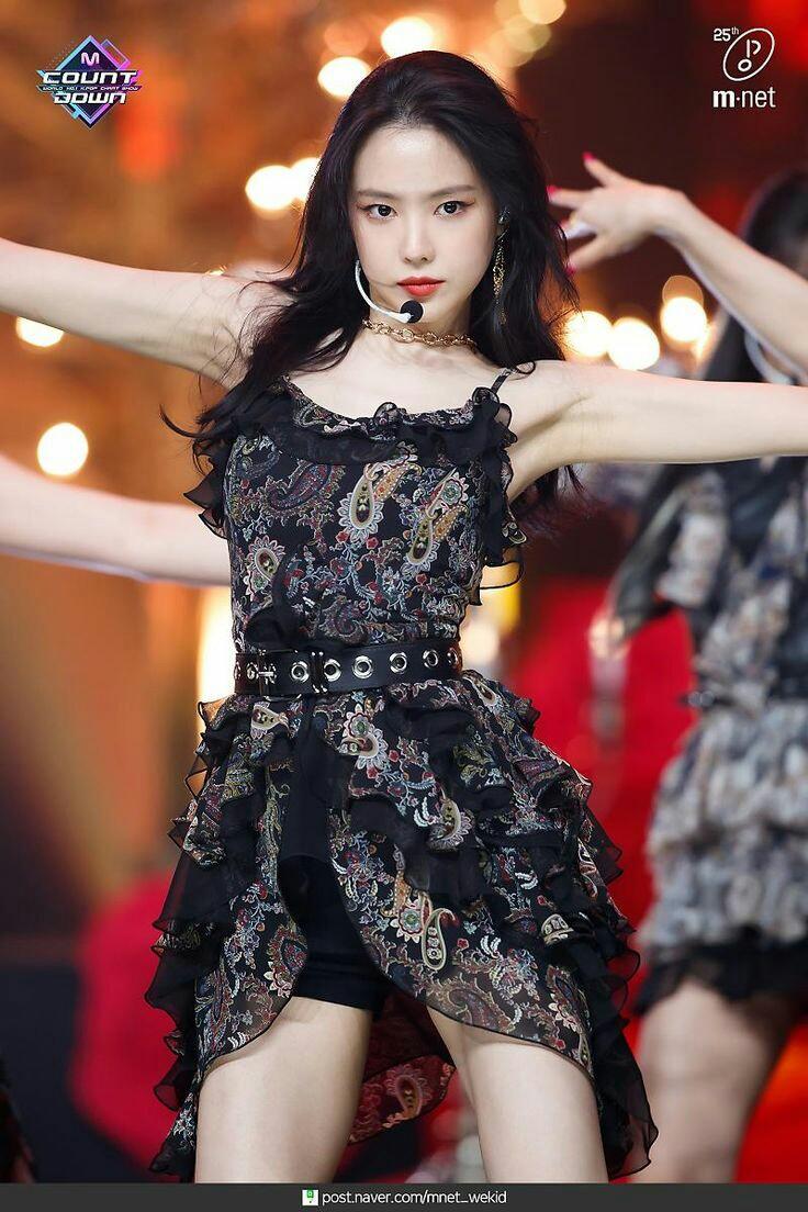 Apink comeback at M Count Down  #에이핑크 #ELLE #sonnaeun #Dumhdurum #look #beautiful #beauty #beautifulgirls #beautifulgirls #Apink #손나은pic.twitter.com/YZYgpIVPyi