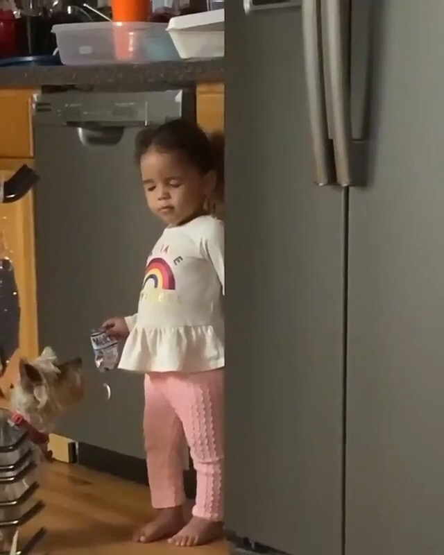 Baby girl pretended she was asleep after her mom caught her getting snacks 🤣 (📹: Chris J. Vaughn/Facebook)