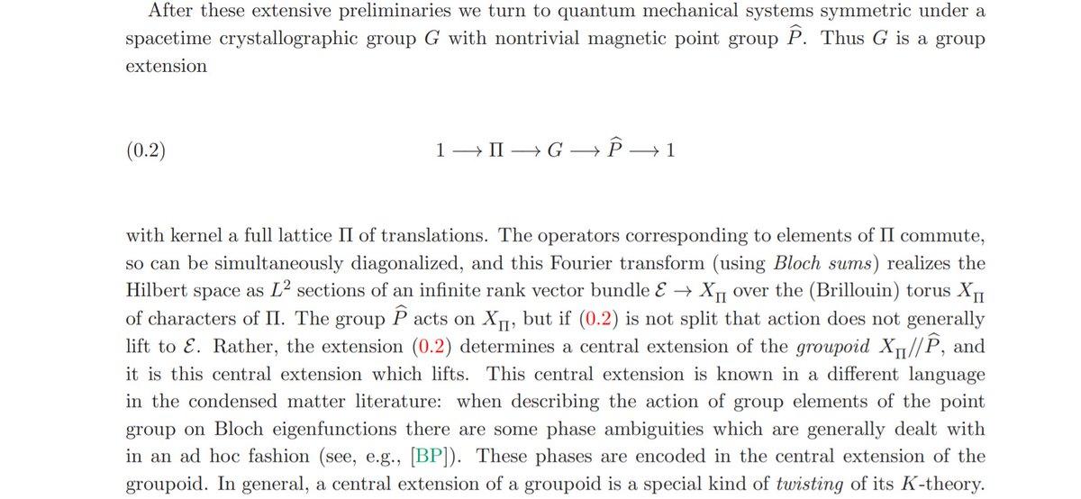 数学者的な定義はあんまり詳しくないのですが、おそらく、この論文でいうところの crystallographic group がそれに対応している気がします(Πが格子の並進で、Pが点群(有限群)という事だと理解しています)