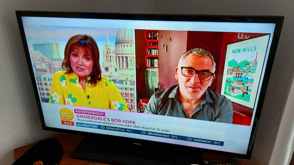 A little bit of fame for New Mills this morning, New Mills local Tony Audenshaw (Bob Hope on Emmerdale) on Lorraine with a New Mills poster in the background! #Emmerdale #BobHope #NewMillspic.twitter.com/yueZzxuN7B