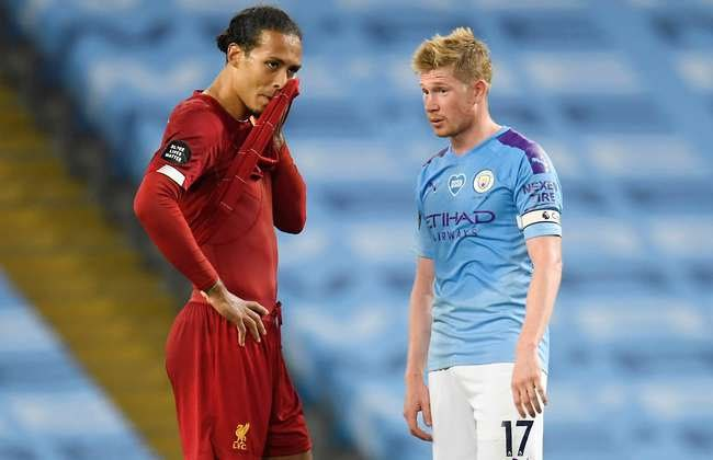 """The two best players in the league, Kevin De Bruyne and Virgil Van Dijk, are now both 29 years old.   Yet some people believe signing someone of that age is """"too old"""".   This isn't career mode ffs <br>http://pic.twitter.com/udt1tYjzMv"""