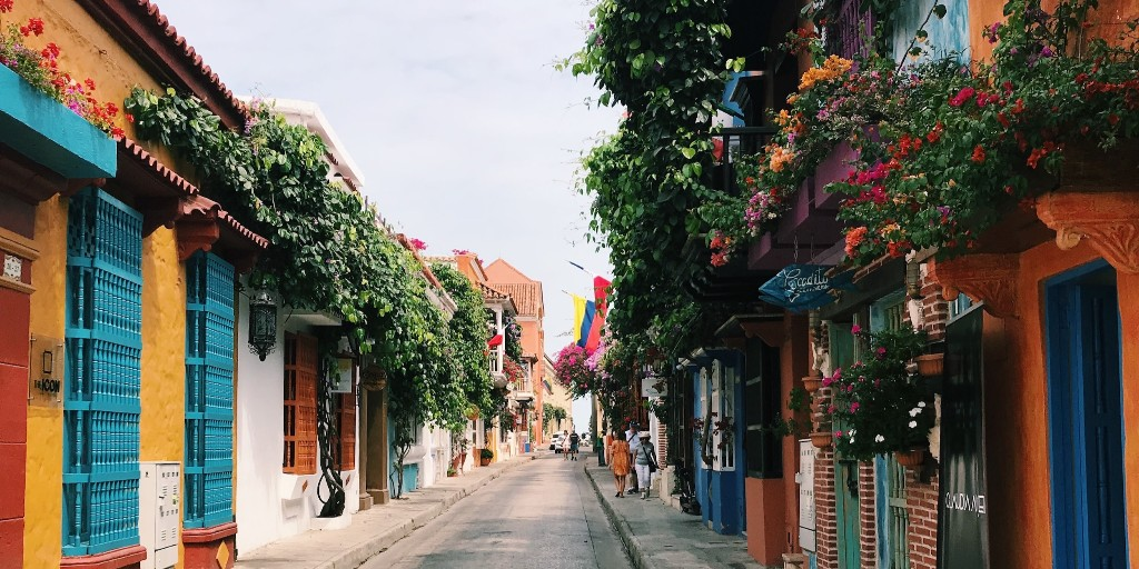 We may not be able to visit #Colombia just yet, but once it's safe the #Caribbean city of #Cartagena is high up on our wishlist! Colourful streets and beautiful beaches - what more could we ask for? 🇨🇴  #travel #travelinspiration #bucketlist #cartagenadeindias https://t.co/19EmcCW3Ir